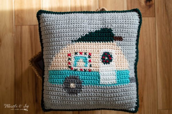 Christmas camper pillow holiday free crochet pattern