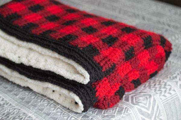 Black and pink plaid crochet afghan
