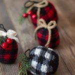 Crochet Plaid Ornament Bauble – Free Crochet Pattern