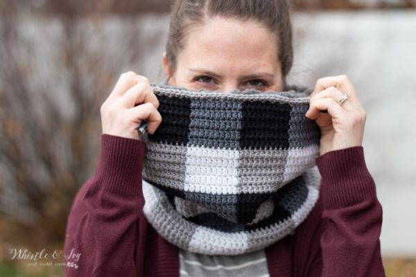 buffalo plaid cowl lined with sheepskin free crochet pattern