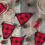 Crochet Plaid Triangle Garland – Free Crochet Pattern