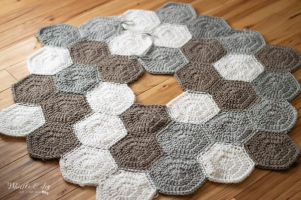 hexagon tree skirt free crochet pattern trendy neutrals chunky yarn