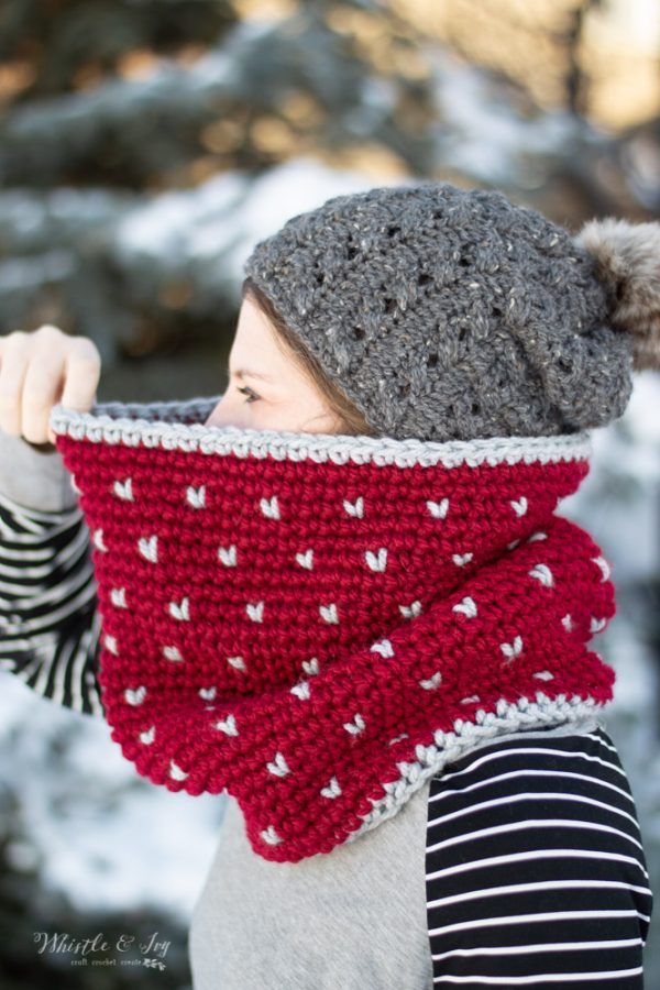 wearing winter crochet snowfall fair isle cowl free crochet pattern