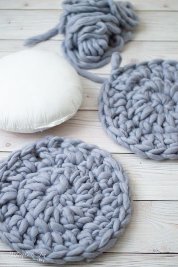 super chunky crochet circle for crochet pillow for home decor