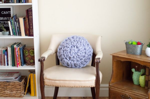 trendy crochet pillow with extra chunky yarn free crochet pattern