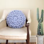 Round Super Chunky Crochet Pillow  – Free Crochet Pattern