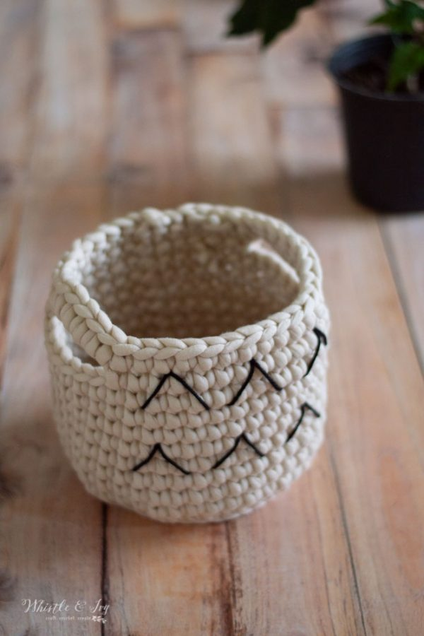 how to crochet a small basket to use as a planter
