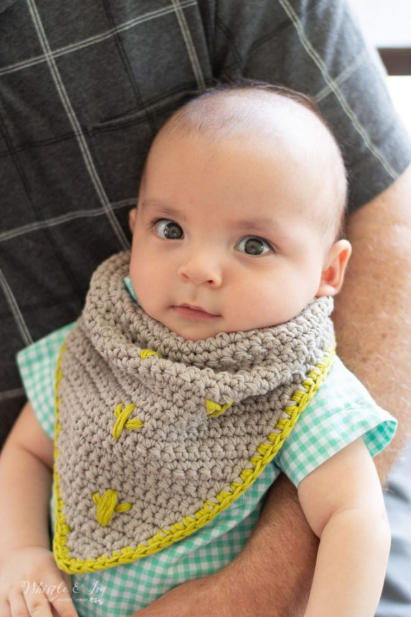 modern crochet baby bib triangle bib with cactus crochet pattern