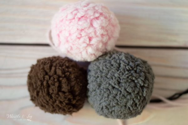 sheepskin pom-pom tutorial