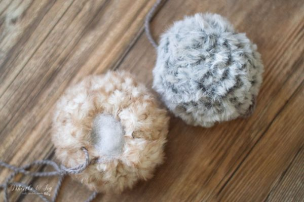 how to crochet a pom pom with faux fur yarn