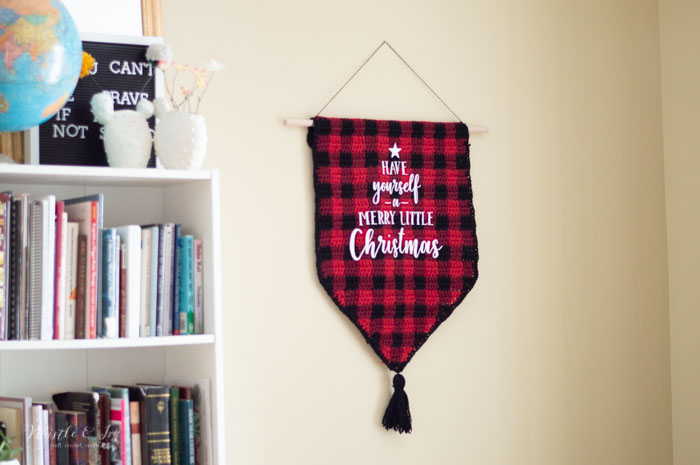 crochet buffalo plaid wall hanging handmade decor Christmas