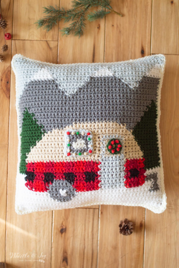 Christmas holiday crochet plaid camper pillow free crochet pattern