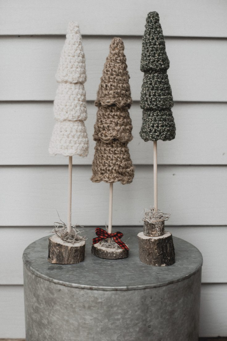 Free Crochet Pattern for the Rustic Christmas Tree Set